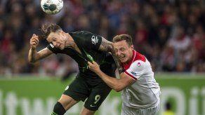 Düsseldorf empata 1-1 con Wolfsburgo; gol polémico