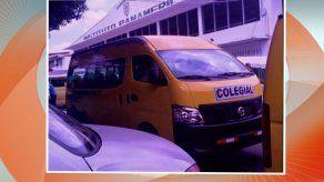 Mujer denuncia incidente con conductora de colegial de escuela privada