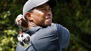 Woods rescata par tras pésimo arranque en el PGA