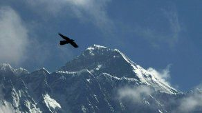 Nepal conmemora entre polémica el 1er ascenso al Everest
