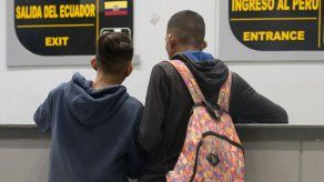Incertidumbre de venezolanos se repite en frontera de Ecuador con Perú