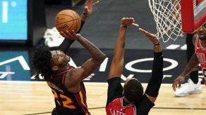 Young colabora con 37 puntos a paliza de Hawks sobre Bulls