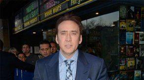 Nicolas Cage devuelve un cráneo de tiranosaurio robado que compró en una galería