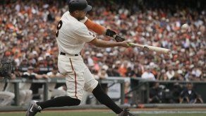 Pence dispara grand slam y Gigantes apalean a Dodgers