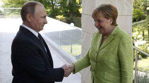 Empieza la reunión entre Putin y Merkel