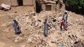 Cientos de familias en Afganistán se han visto desplazadas y unos mil hogares han resultado dañados o destruidos. Además las lluvias también han golpeado a los agricultores, con la destrucción de unas 1.620 hectáreas de cultivos y la muerte de 3.000 animales de granja.