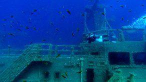 Buceo en masa en el naufragado MS Zenobia
