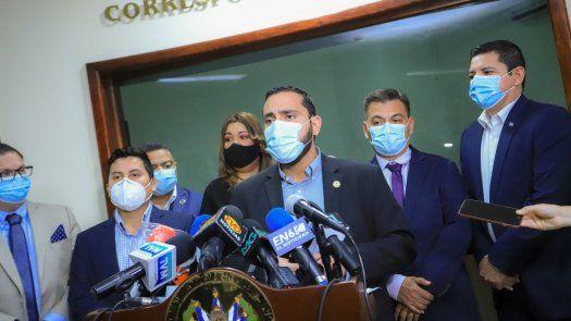 El decreto transitorio suspende por 90 días las concentraciones de personas en actos públicos y privados.