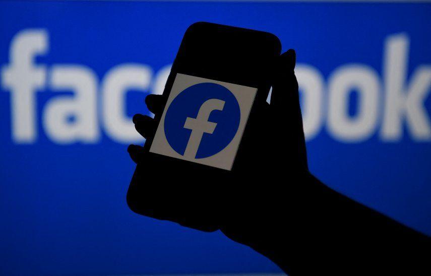 la Comisión Europea examinará en detalle si la posición de Facebook en las redes sociales y la publicidad en línea le posibilita perjudicar la competencia en mercados vecinos.