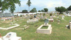 Capitalinos denuncian falta de espacios en los cementerios municipales