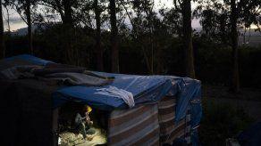 Migrantes varados en Canarias critican condiciones de campos