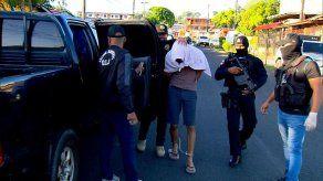 Dictan detención provisional a hombre que fue grabado maltratando a una bebé