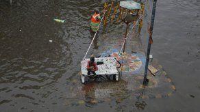 Suben a 93 los muertos en inundaciones y deslaves en India