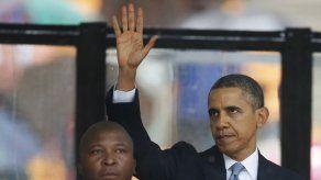Sudáfrica admite posible error en elección de intérprete para sordos de homenaje a Mandela