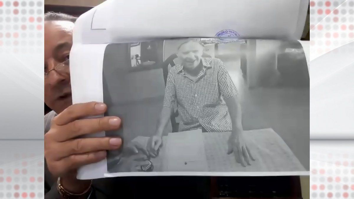Carlos Ameglio Moncada, abogado que representó a Mauro Zúñiga en el desistimiento en el Caso Pinchazos que se lleva en contra del expresidente Ricardo Martinelli, presenta una imagen de la Declaración Jurada.