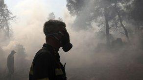 El fuego arrasa una reserva natural en Grecia por tercer día