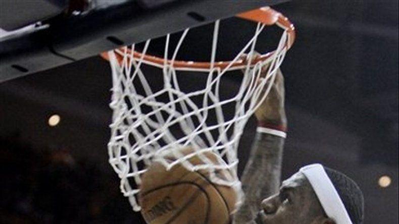 Gasol anota 36 puntos y Lakers derrotan a Nuggets