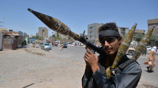 En el sur de Afganistán, el gobierno desplegó cientos de comandos en Lashkar Gah y emplea ataques aéreos para evitar que sea la primera capital provincial en caer en manos de los talibanes.