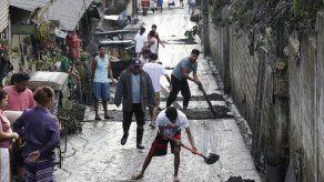 Volcán filipino hace erupción y arroja ceniza en Manila