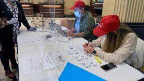 La votación comienza en Chile en histórico plebiscito constitucional