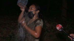 Diputada y residentes de Cerro Silvestre se bañan en quebrada y denuncian la falta de agua
