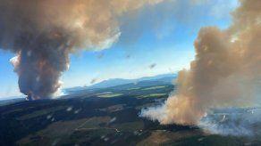 Una de las preocupaciones ahora en las regiones que han estado afectadas por la cúpula de calor es la calidad del aire debido a las decenas de incendios forestales que están causando la sequedad.