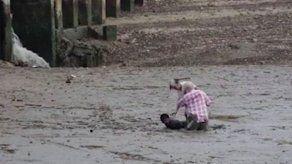 Hombre salva a noruegos que se hundían en lodo en Tailandia