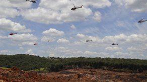 Brasileños recuerdan a víctimas de presa desplomada