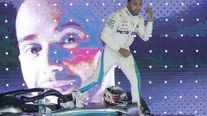 Hamilton triunfa en Singapur; amplía ventaja en la F1