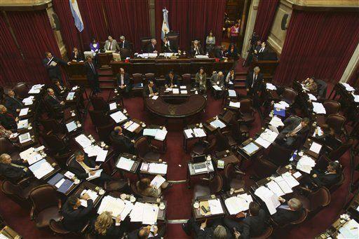 Fernández ante crisis interna tras revés en Congreso