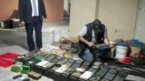 Decomisan decenas de municiones y escopetas en la Tumba Muerto