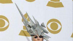 Lady Gaga encarga sombreros a Philip Treacy por SMS