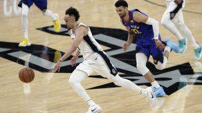 White anota 36 puntos en triunfo de Spurs sobre Nuggets