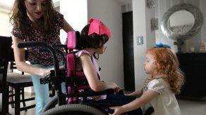 Niña con epilepsia inicia inédito tratamiento a base de marihuana en México