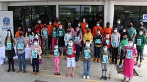 +Móvily la Fundación Cable & Wireless Panamá hicieron entrega de una donación por B/.5,000.00, al Club Rotario de David, para la entrega de tablets a estudiantes deLas Felipinas y Las Garitas en Tierras Altas.