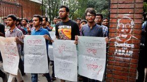 El asesinato de un estudiante crítico desata protestas en Bangladesh