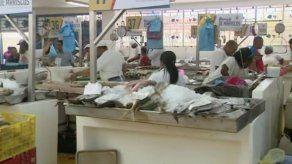 Baja afluencia de consumidores en el Mercado de Mariscos