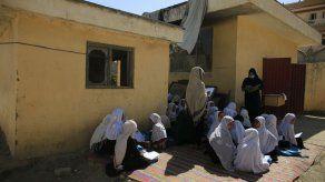 BM: La mitad de las escuelas de Afganistán son inservibles