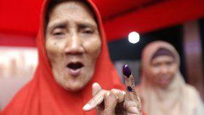 Votantes indonesios eligen entre un moderado y un exgeneral