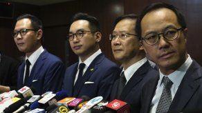 Legisladores prodemocracia de Hong Kong dimiten en masa