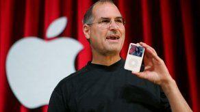 Jobs no quería abrir iPod a música de rivales