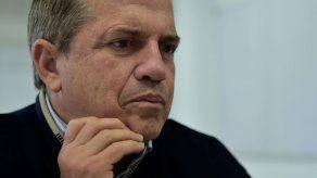 La justicia de Ecuador ordena prisión para excanciller luego de que saliera del país