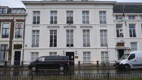 Balean la embajada saudí en Holanda; no hay heridos