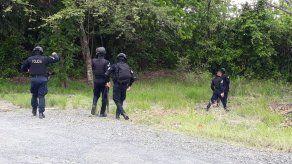 Fiscalía recolecta indicios en sitio donde fueron hallados cuatro cadáveres