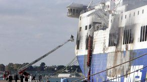 Reanudan la inspección del Norman Atlantic para buscar más víctimas