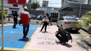Estudiantes universitarios vandalizan instalaciones del MEF en vía España
