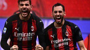 El líder Milan gana 3-2 a la Lazio en el descuento