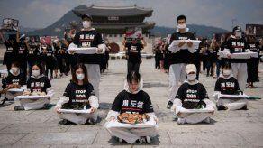 Animalistas toman Seúl para terminar con el consumo de carne de perro