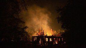 Un muerto y destrucción por incendios en Patagonia argentina