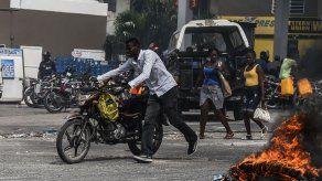 La Policía de Haití se enfrenta a cientos de manifestantes en Puerto Príncipe